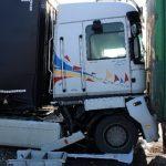 Nem tartotta be a követési távolságot, eltiltották a vezetéstől a kamionsofőrt!